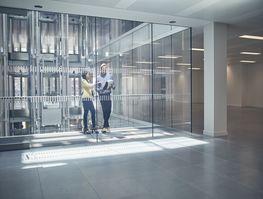 Ścianki działowe ze szkła – sposób na podzielenie powierzchni biurowej