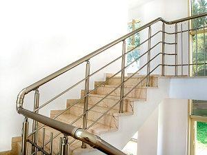 Balustrady aluminiowe jako elementy wykończenia schodów